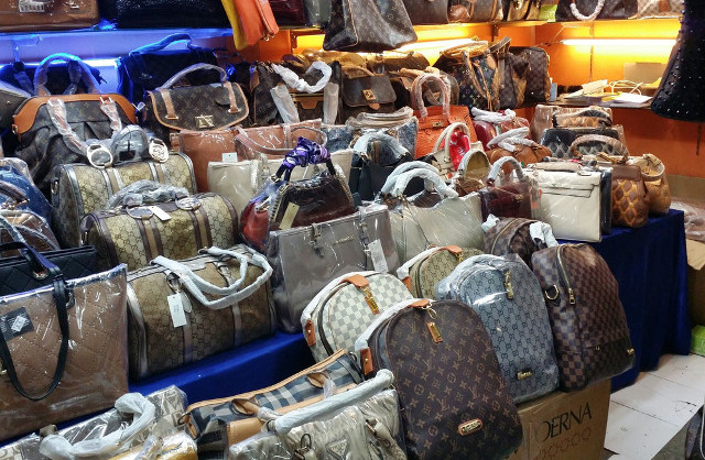 Chinese group arrested for selling counterfeit Louis Vuitton handbags